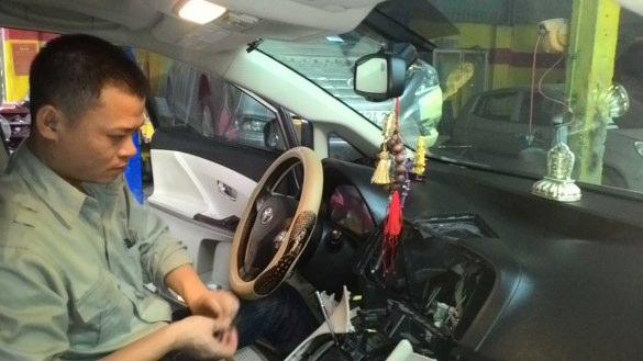 lắp đặt nội thất xe hơi